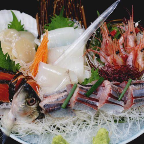 北海ごちそう満喫刺し盛り(春鰊姿造り、やり烏賊、帆立貝、甘海老、鮭炙り)